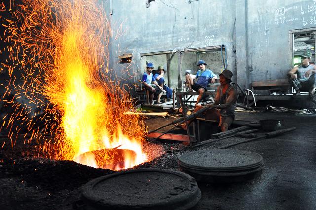 pembuatan gamelan Mojolaban