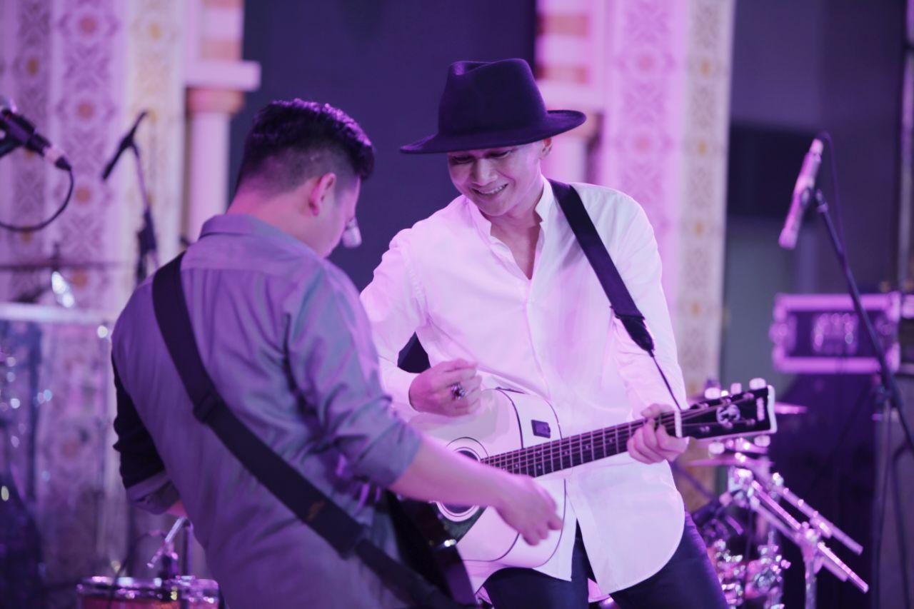 Anji feat Irvan Borneo