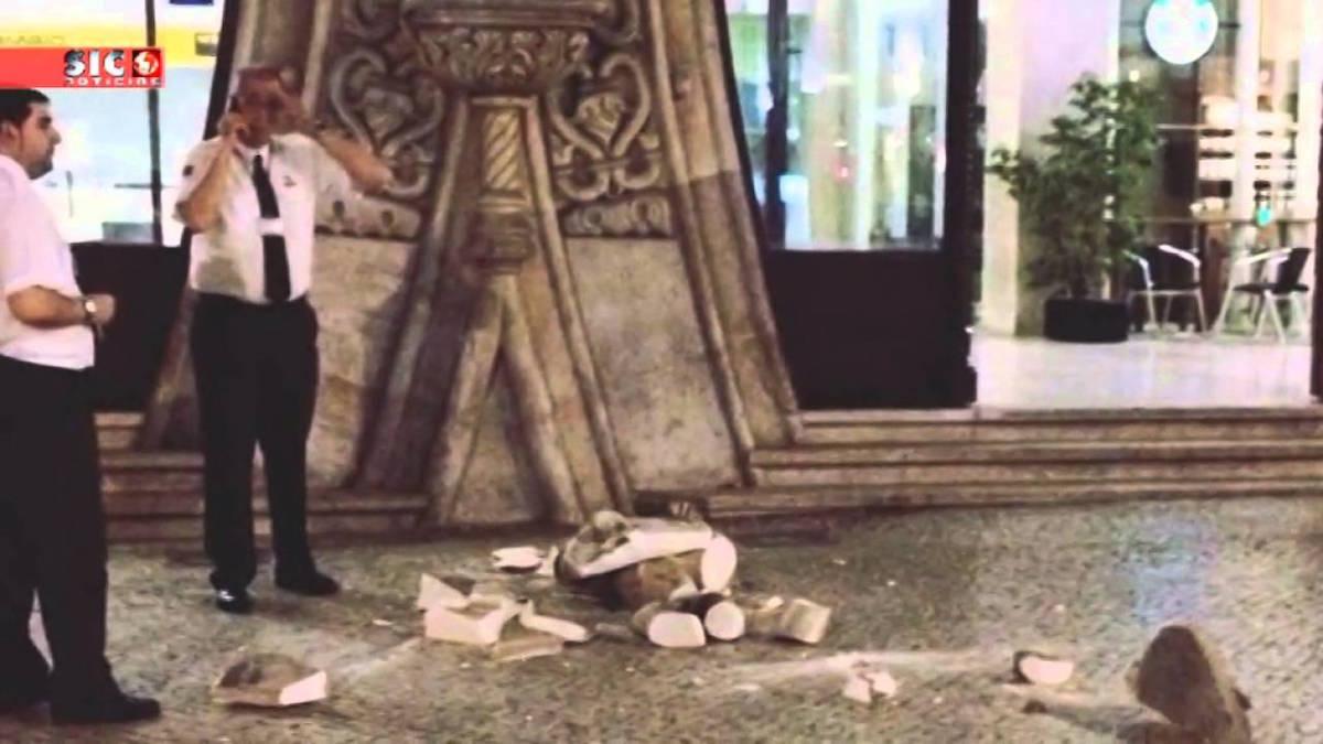 Patung Dom Sebastio yang rusak akibat selfie