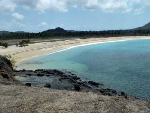 Satu pantai dua pasir