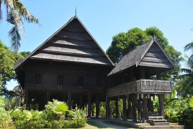 Rumah adat mandar somba opu
