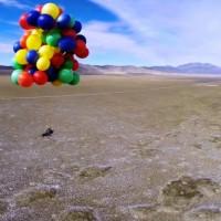 Terbang Bebas dengan Balon Mainan