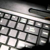 Cara Mudah Bersihkan Keyboard Komputer