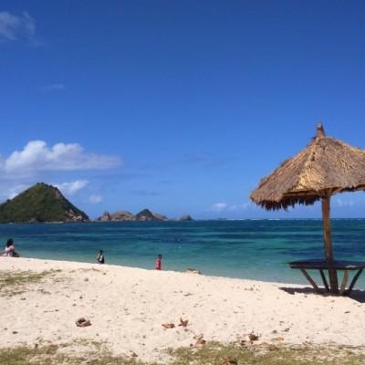 Pantai Mawun dan Pantai Batu Payung, Harta Terpendam di Lombok Tengah