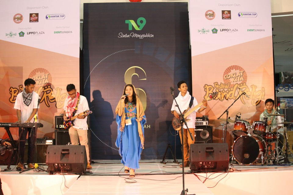 Gemuruh Coklat Kita Festival Band Religi di Lippo Plaza