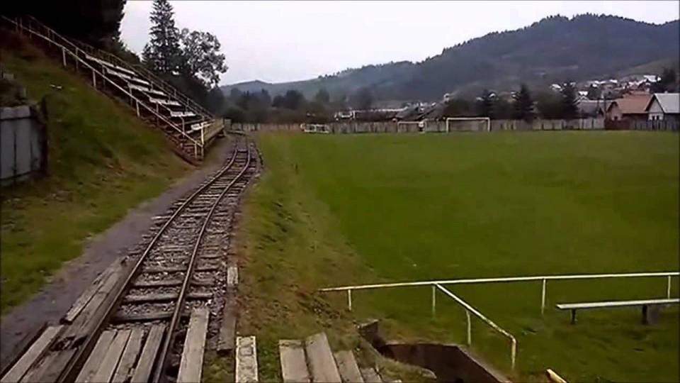 Keren! Kereta Masuk Stadion Sepak Bola
