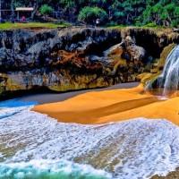 Fenomena dari 6 Pantai Unik, Hanya di Indonesia (2)