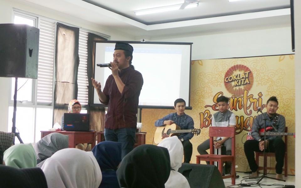 Candra Malik: Santri Punya Bakat Cipta Lagu Religi